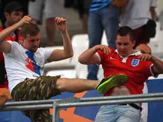 CĐV Anh và Nga hỗn chiến trên khán đài